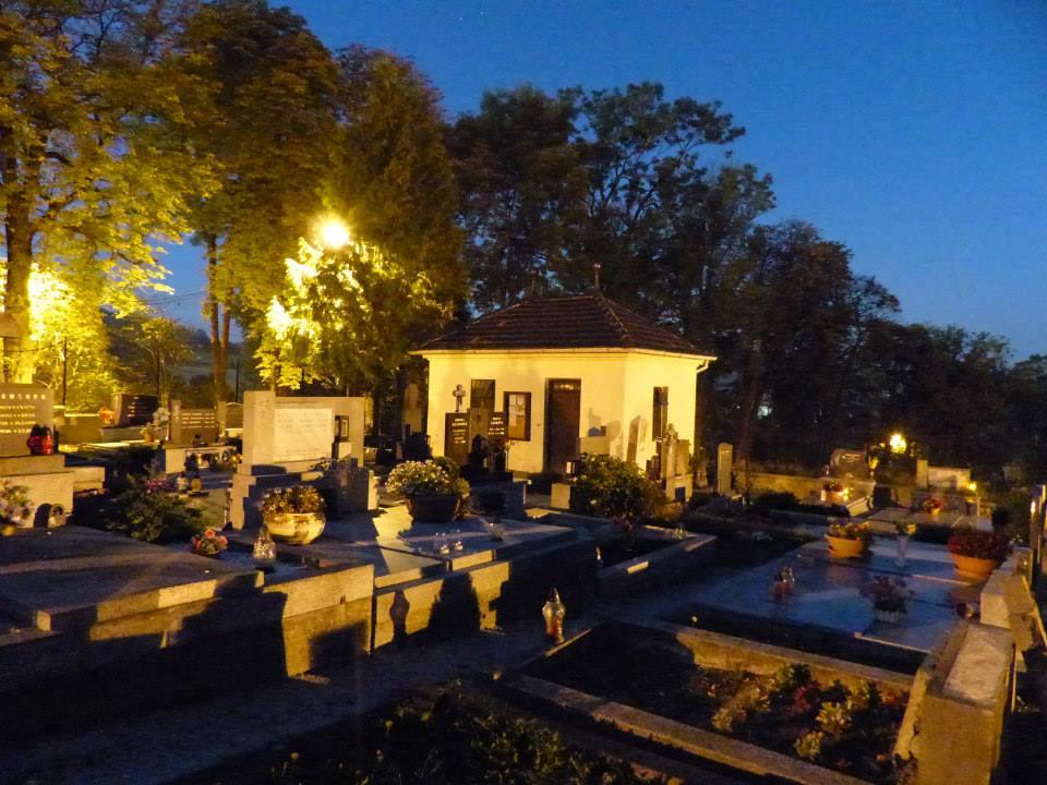 Hukvaldy hřbitov.jpg