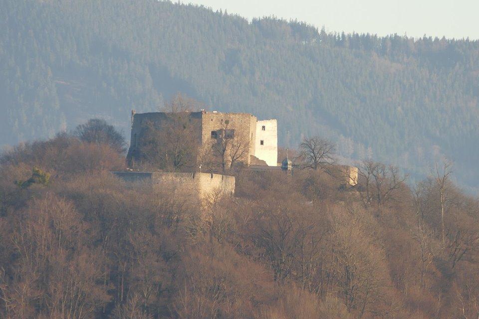 Hukvaldy hrad vstupne.jpg