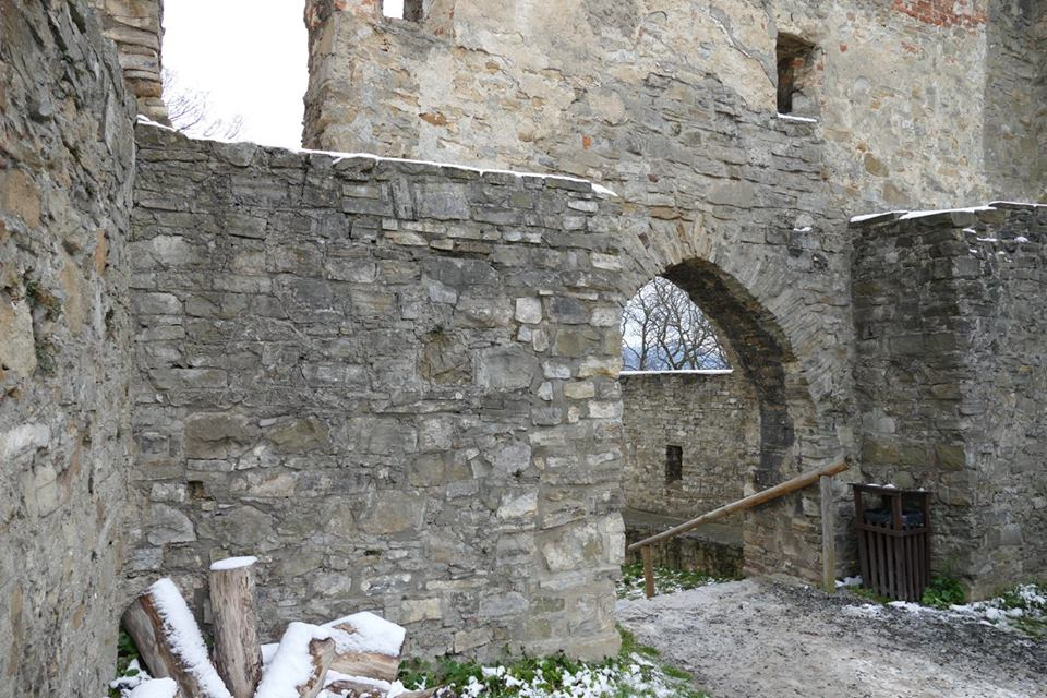 hradem Hukvaldy.jpg