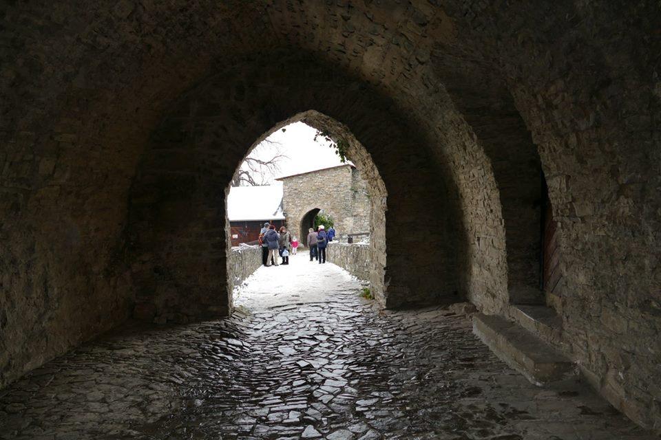 vstup hrad Hukvaldy.jpg